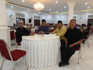 Ketua Komisi III DPR RI Dr Abdul Kharis (dua dari kiri) yang juga alumni KBIH Mandiri ikut hadir dalam penggalangan dana.
